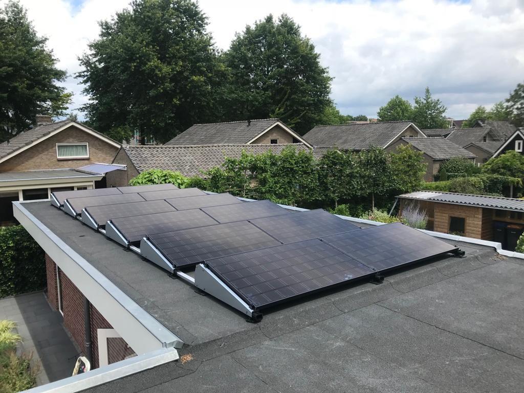 Plat dak zonnepanelen